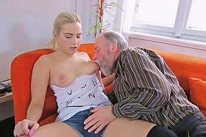 My Homemade Horny Young Gal Gets Experience With Old Lover